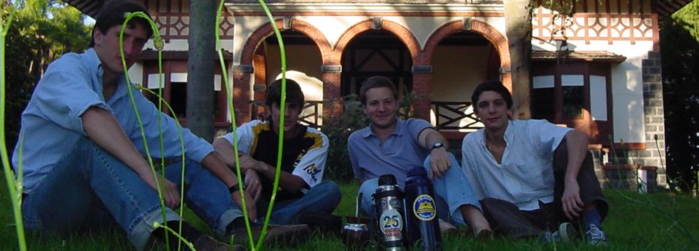 Ex alumnos en la vieja sede de Millan 2006